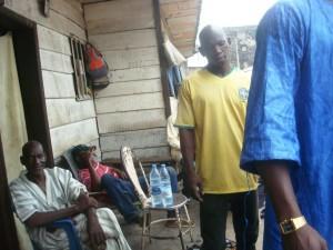 Des maliens dans une maison à Douala -by Josianekouagheu-