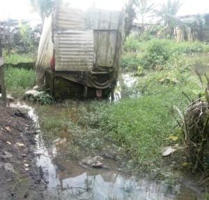 Autre image des toilettes au 21ème siècle dans la ville-poumon économique du Cameroun. Crédit-photo: @JosianeKouagheu